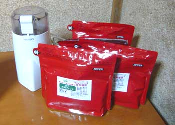 コーヒー豆と電動ミルのセット