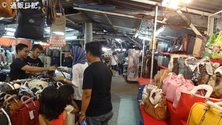 バトゥーフェリンギのナイトマーケット