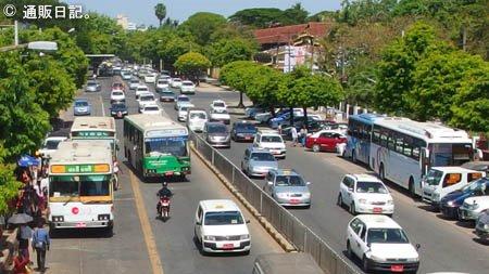 ヤンゴンの道路