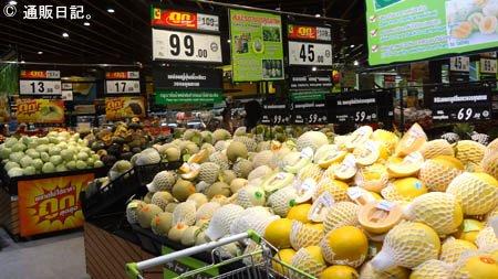 バンコク スーパーマーケットのフルーツ売り場
