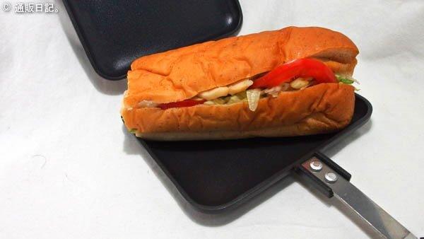 ホットサンドメーカーにサブウェイのサンドイッチをセット