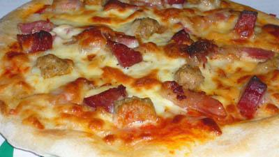 ピザハウスロッソ 肉系ニンニク入りピザ「ガツンと男のピザ」