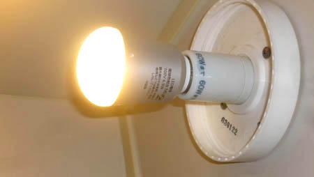 LED電球 in バスルーム