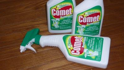 風呂の湯垢落とし!コメットバスルームクリーナー 。
