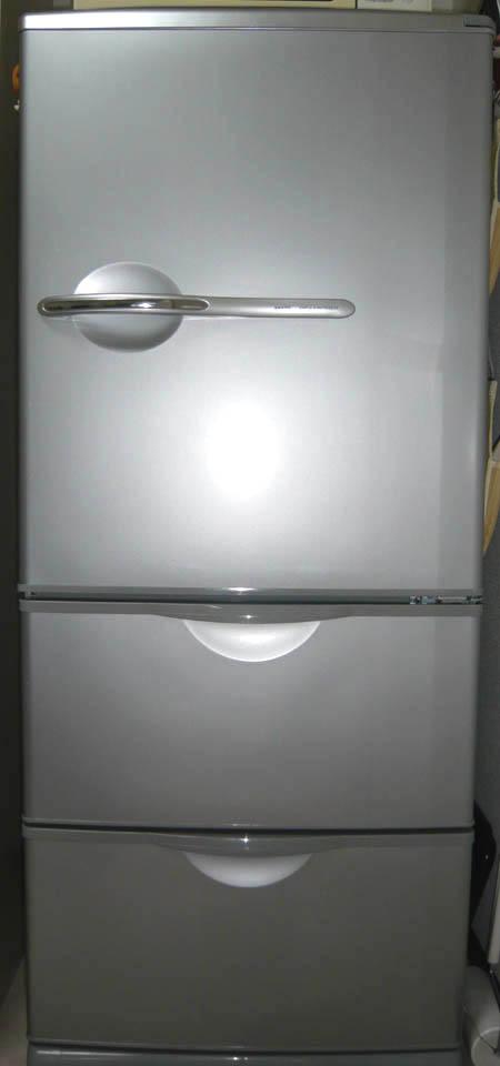 低くてワイドな冷蔵庫